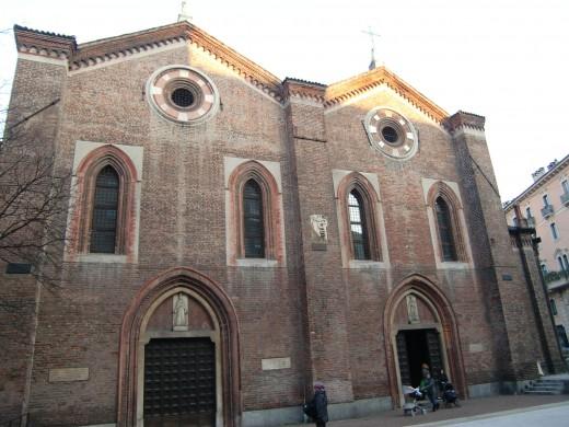 サンタマリアインコローナ教会1